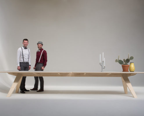 Jeursen design - backbone table